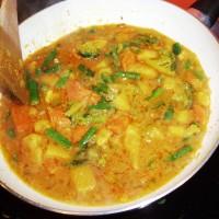 Směs zeleniny s omáčkou a kořením